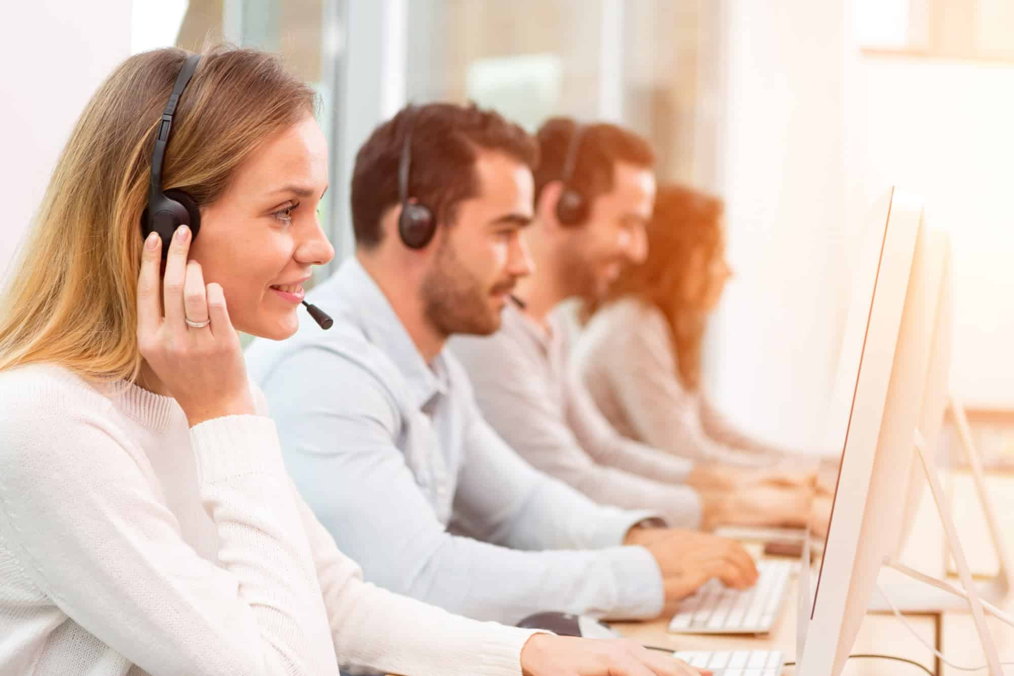 How to Reward and Recognize Customer Service Employees?