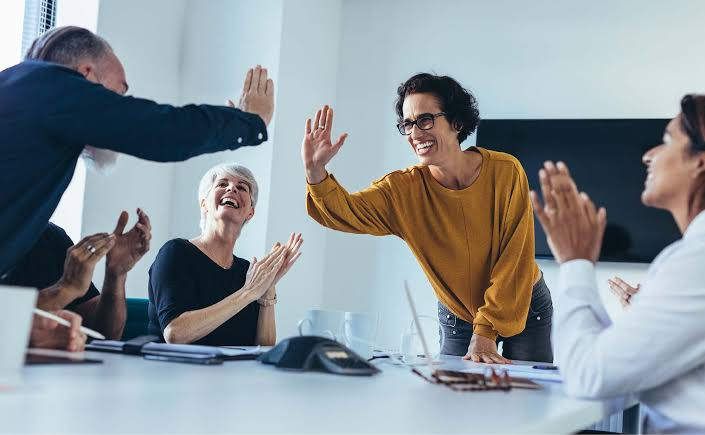 How to sustain the effectiveness of an employee recognition program over the long run?